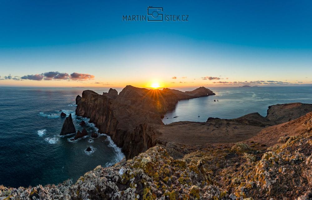Východ slunce na poloostrově Ponta de Sao Laurenco